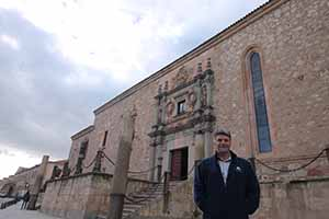Eoghan Corry of Travel Extra pictured at Colegio de Los Irlandeses in Salamanca, built in 1525 by Diego de Siloe and Gil de Hontanon it served as perhaps the most important third level insittution for Irish Catholic students when they were prevented from studying in Ireland by colonial laws from 1592 until 1812. The Irish college remained open until 1952. The college was added to the Unesco World Heritage list in 1988.