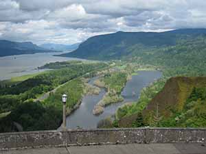 Columbia River Gorge view from Vista House picture by Laura Guimond