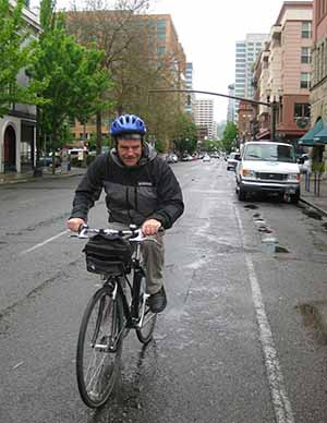 Travel Extra editor Eoghan Corry participating in bicylce tour of Portland Oregon run by www.pedalbiketours.com