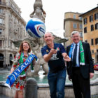 **NO REPRO FEE** 10-02-2017 Score for tourism! Tourism Ireland capitalises on Six Nations clash to boost tourism from Italy and to support 2023 Rugby World Cup bid. Pictured L – R – Niamh Kinsella, Tourism Ireland's Manager Italy; Italy coach, Conor O'Shea; and Irish Ambassador to Italy, Bobby McDonagh, at the Piazza Barberini in Rome, on the eve of the clash between Ireland and Italy in the 2017 Six Nations Championship