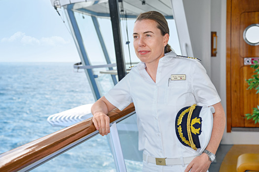 New captain Nicole Langosch (34), who will be in charge of AIDAsol. This makes her the first female captain in the AIDA fleet and highest-ranking woman on a cruise ship in Germany.