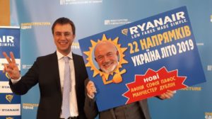 Ukraine Minister of Infrastructure, Volodymyr Omelyan and Ryanair's Chief Commercial Officer David O'Brien.