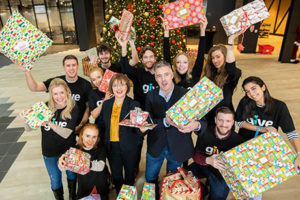 Microsoft employees in Dublin joined (centre left) Cathriona Hallahan, Managing Director, Microsoft Ireland, and (centre right) Brian Ingarfield, Dublin Simon Community as company employees donated €30,000 and hundreds of gifts to the organisation. Photo: Naoise Culhane